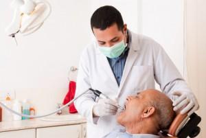 professionelle Zahnreinigung ist vor allem im Alter wichtig